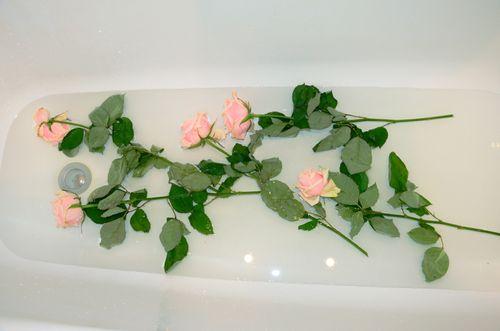 Розы в ванной