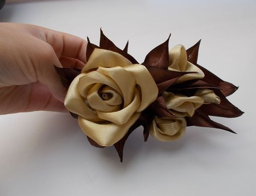 Мастер-класс по созданию роз из атласных лент