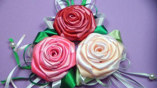 Розы из лент